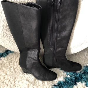 Shoes - small wedge boots